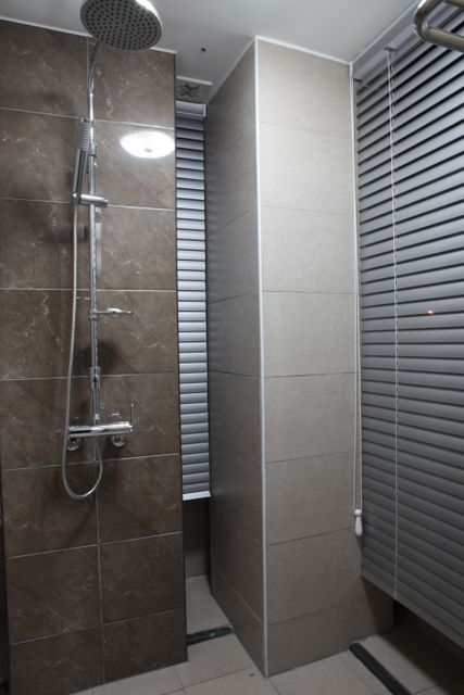 2nd_fl_shower_room.jpg