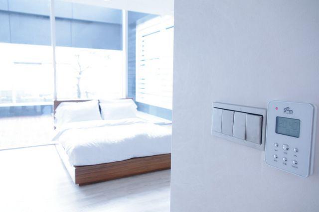 bedroomday01.jpg